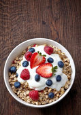 Bowl of muesli and yogurt with fresh berries — Stock Photo