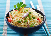 Bowl of chinese noodles with vegetables — Stock Photo