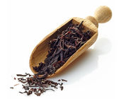 Wooden scoop with black Ceylon tea — Stock Photo