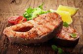 Grilled salmon steak slices — Foto de Stock