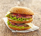 Grote hamburger — Stockfoto