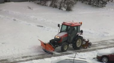 Tractor clears snow — Stock Video #22468533