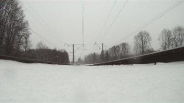 Trainieren im Winter, Ansicht von unten — Stockvideo