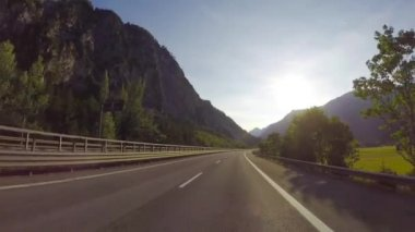 Road through the Italian Alps — Stockvideo
