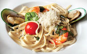 Spaghetti with tiger shrimps and mussels — Stock Photo