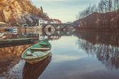 リエカ Crnojevica 村とブリッジですか。 — ストック写真