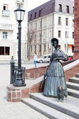 Statue of lady with dog — Stock Photo