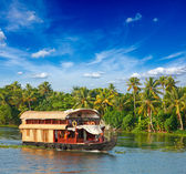 Husbåt på kerala backwaters, indien — Stockfoto