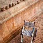 Public wheelchair. Brihadishwarar Temple entrance, Thanjavur — Stock Photo