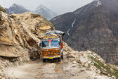 Manali-Leh road in Indian Himalayas with lorry — Stock Photo