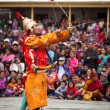 Dancers in traditional Ladakhi Tibetan costumes perform warlike — Stock Photo