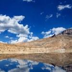 Lago de montaña en el Himalaya — Foto de Stock