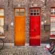 Doors of old houses and bicycles in european city Bruges (Brugge — Stock Photo