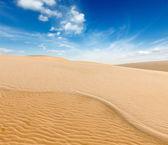 White sand dunes on sunrise, Mui Ne, Vietnam — Stock Photo