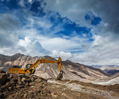 Road construction in mountains Himalayas — Foto Stock