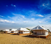 Tent camp in desert. Jaisalmer, Rajasthan, India. — Stockfoto
