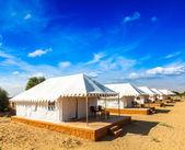 Stanový tábor v poušti thar. jaisalmer, rajasthan, indie. — Stock fotografie