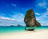 Lång svans båt på stranden, thailand — Stockfoto