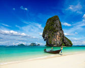 Long tail boat on beach, Thailand — Stock fotografie
