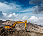 Road construction in mountains Himalayas — Stock Photo