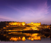 Amer Fort (Amber Fort) at night in twilight. Jaipur, Rajastan, — Stock Photo