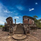 Ancient Vatadage (Buddhist stupa) — Stock Photo