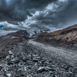 Road in Himalayas with mountains — Stock fotografie