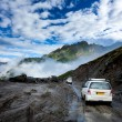 Vehicles on bad road in Himalayas — ストック写真