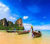 Long tail boat on beach — Stock fotografie