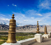 Dhvaja on the roof of Thiksey monastery — Stock Photo
