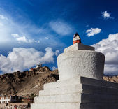 Whitewashed chorten in Leh, India — Stock Photo