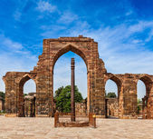 Iron pillar in Qutub complex — Stock Photo