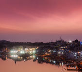 Sacred Puskhar lake and ghats of town Pushkar — Stock Photo