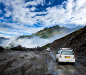 Vehicles on bad road in Himalayas — Stok fotoğraf