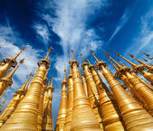 Golden stupas in Shwe Indein Pagoda, Myanmar — Stock Photo