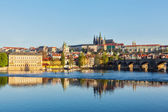 View of Mala Strana and  Prague castle over Vltava river — Foto Stock