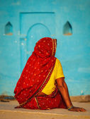 Unidentified Indian rural woman in traditional sari — Stock Photo