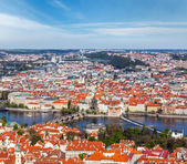 View of Charles Bridge over Vltava river and Old city — 图库照片