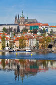 View of Charles bridge over Vltava river and Gradchany, Prague — Foto de Stock