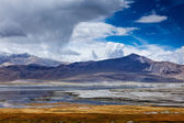 Himalayan lake Tso Kar in Himalayas, Ladakh, India — Stock Photo