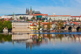 View of Charles bridge over Vltava river and Gradchany, Prague — Stok fotoğraf