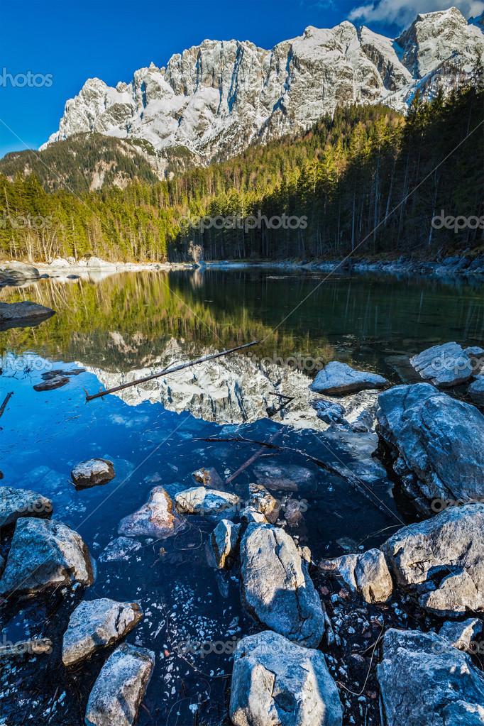 Фотообои Frillensee озеро и Цугшпитце - самая высокая гора в Германии
