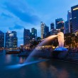 Night view of Singapore Merlion at Marina Bay against Singapore — Stock Photo #45096577