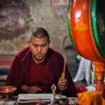Praying monk. Thiksey gompa, Ladakh — Stock Photo