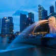 Night view of Singapore Merlion at Marina Bay against Singapore — Stock Photo #45097687