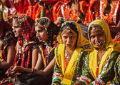 Unidentified Rajasthani girls preparing for dance perfomance — Stock Photo