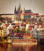 View of Mala Strana and  Prague castle over Vltava river — Stock fotografie