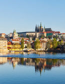 View of Charles bridge over Vltava river and Gradchany, Prague — Stockfoto