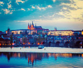 View of Charles Bridge and Prague Castle in twilight — Stock Photo