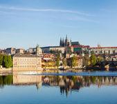 View of Mala Strana and  Prague castle over Vltava river — Стоковое фото